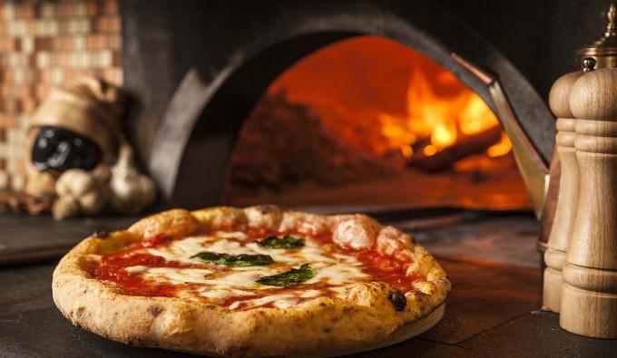 Neapolitan 'Pizza Twirling' Makes UNESCO List
