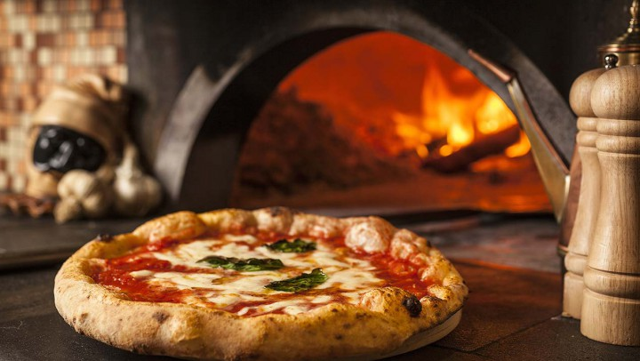 Neapolitan 'Pizza Twirling' Makes UNESCO List