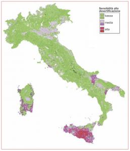 Foto 2: mappa della sensibilità alla desertificazione del territorio italiano (fonte: ministero dell'Ambiente e Università della Calabria, Dipartimento di Ecologia).